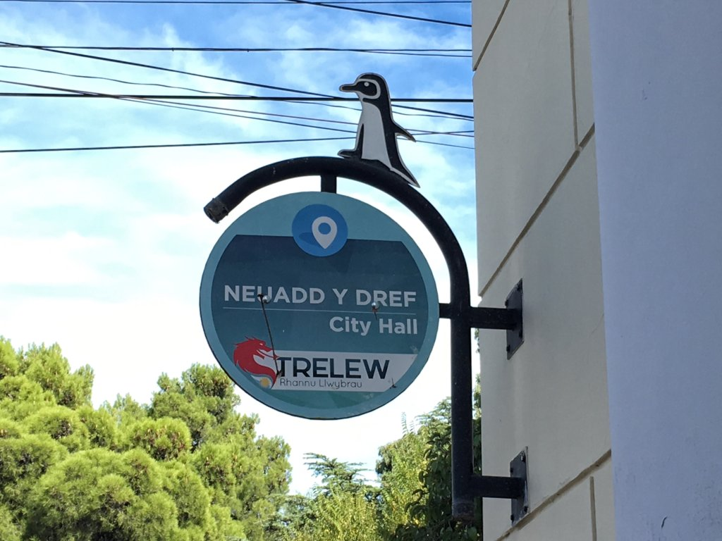 Bilingual sign in Trelew, Welsh Patagonia